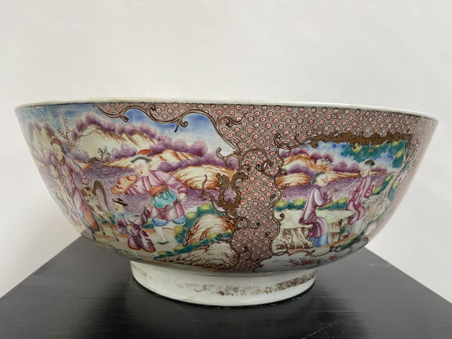 A LARGE 19TH CENTURY CHINESE HAND PAINTED BOWL. EXTERIOR DEPICTS CHINESE HUNTING SCENE PANELS. THE - Image 30 of 39