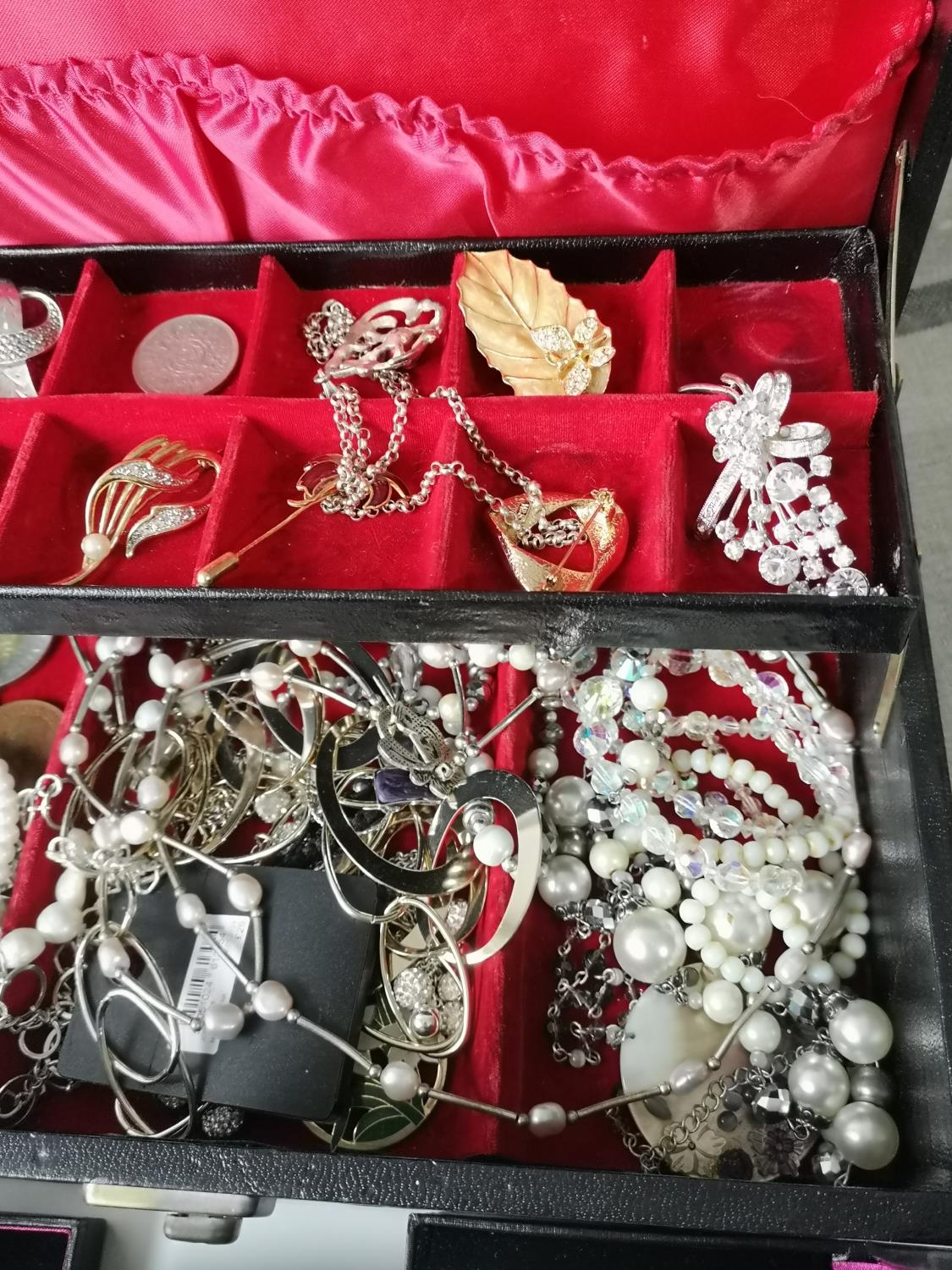 A Jewellery box containing a quantity of costume jewellery to include brooches, necklaces, - Image 2 of 3