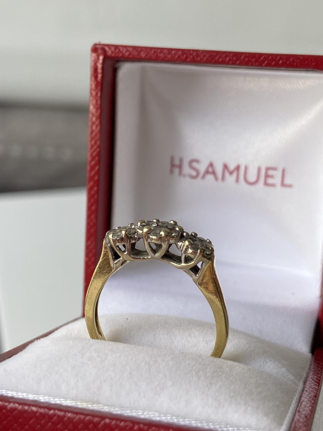 An 18ct gold [tested] diamond cluster ring [0.50ct] [size, O] [3.29g] - Image 5 of 10