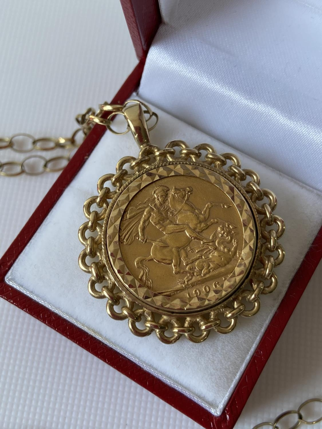 A gold full sovereign, dated 1906, with a 9ct gold pendant & finished with a 9ct gold belcher - Image 3 of 8
