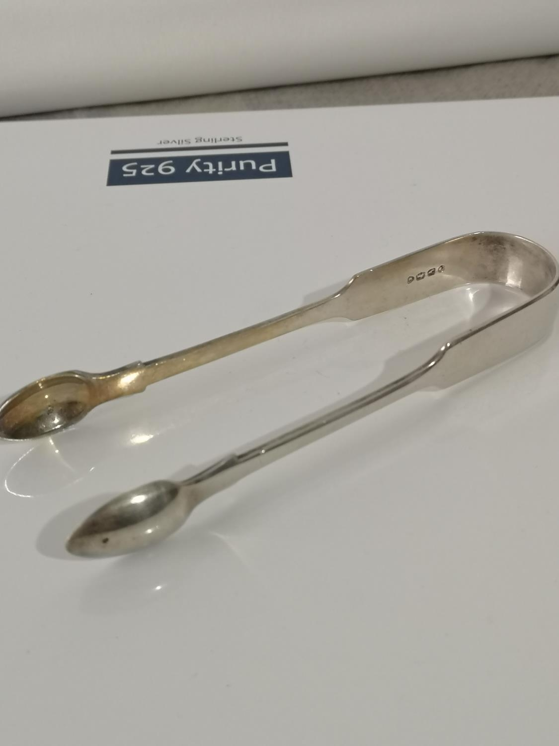 VICTORIAN LONDON SILVER SUGAR TONGS PRODUCED BY CHAWNER & CO DATED 1876. [14.5CM IN LENGTH] [62.
