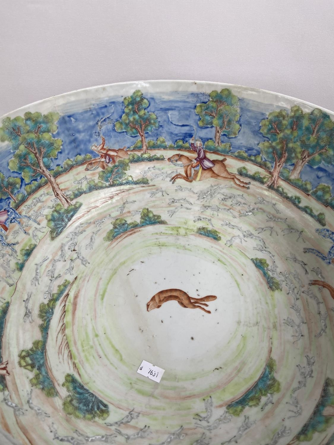 A LARGE 19TH CENTURY CHINESE HAND PAINTED BOWL. EXTERIOR DEPICTS CHINESE HUNTING SCENE PANELS. THE - Image 17 of 39