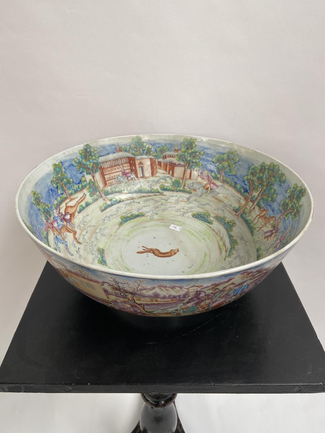 A LARGE 19TH CENTURY CHINESE HAND PAINTED BOWL. EXTERIOR DEPICTS CHINESE HUNTING SCENE PANELS. THE