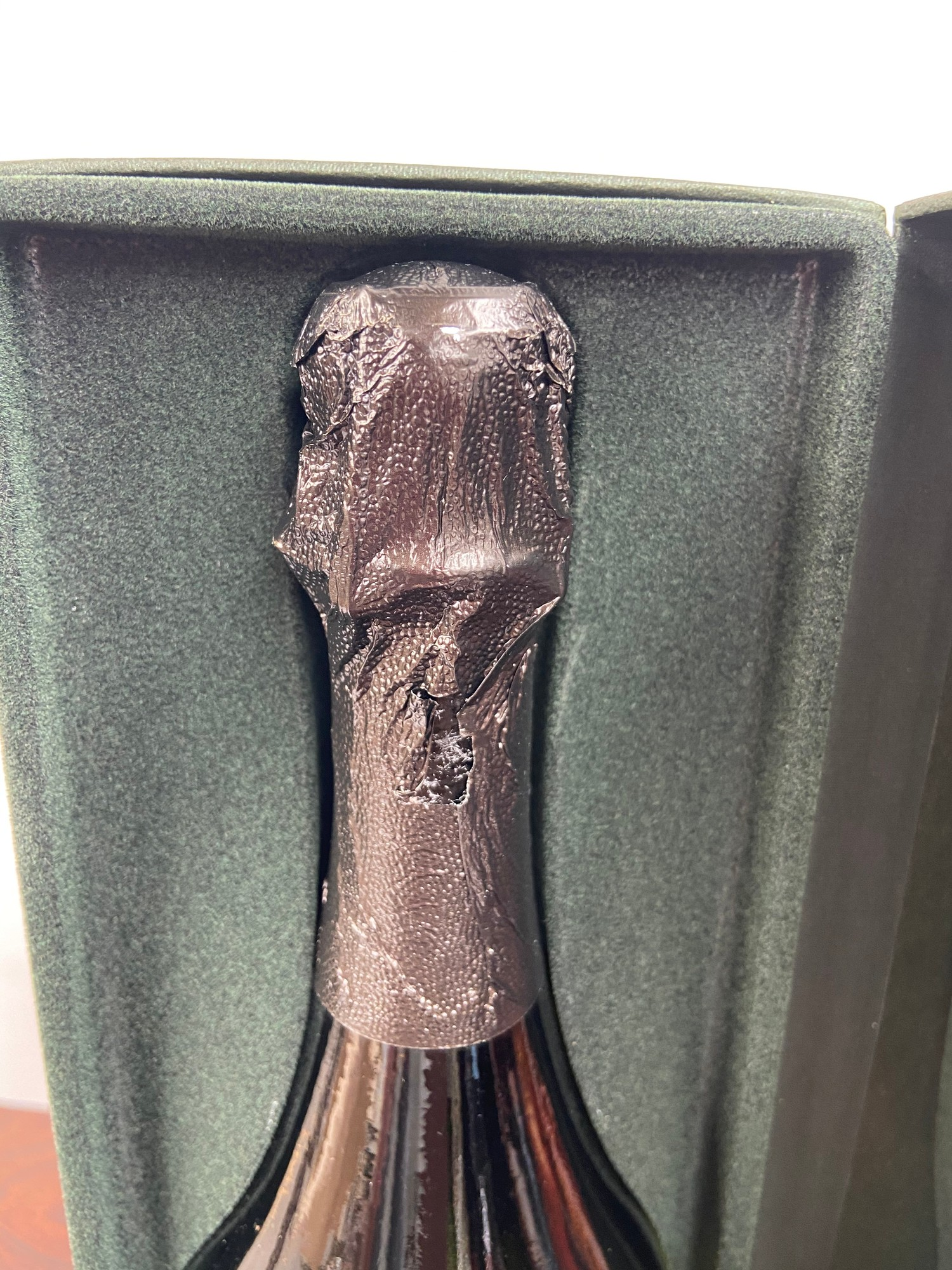 A Bottling of Champagne Dom Perignon Vintage 1998. Boxed. - Image 3 of 4