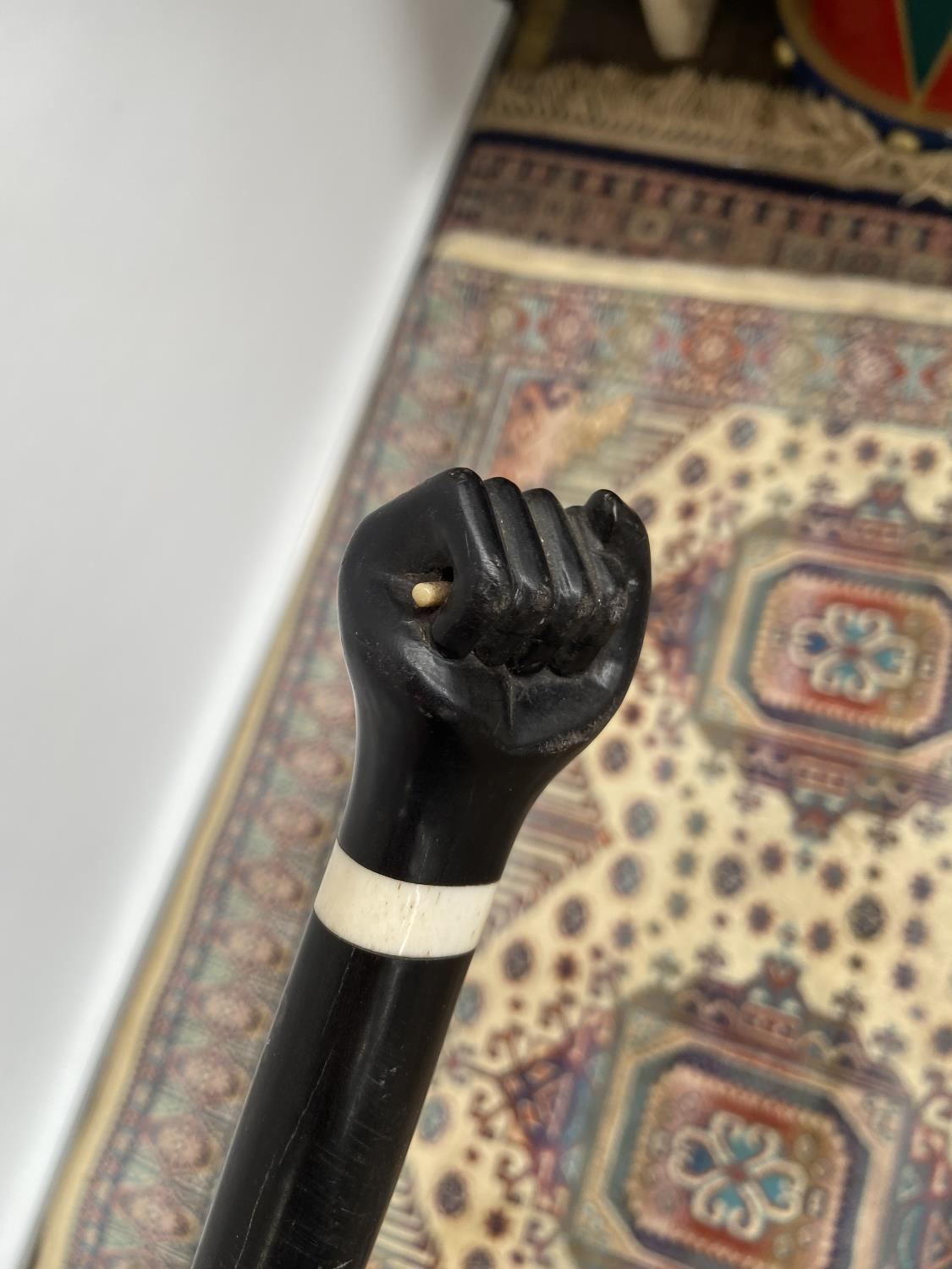 An antique ebony walking cane with a carving to the handle depicting a hand [length 85cm] - Image 2 of 4
