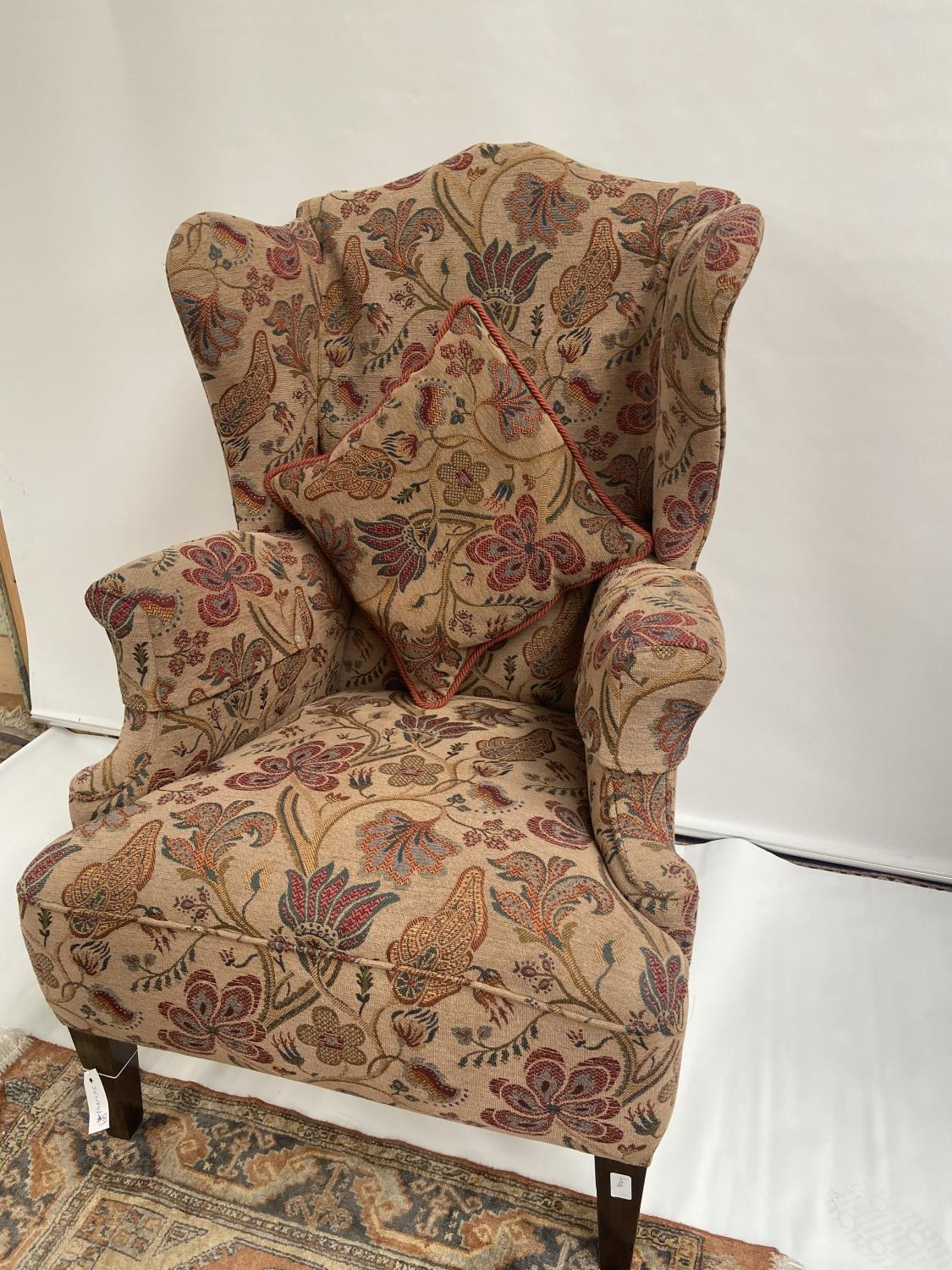 Antique gull wing arm chair. [back 114cm] [seat area 50cm] - Image 3 of 5