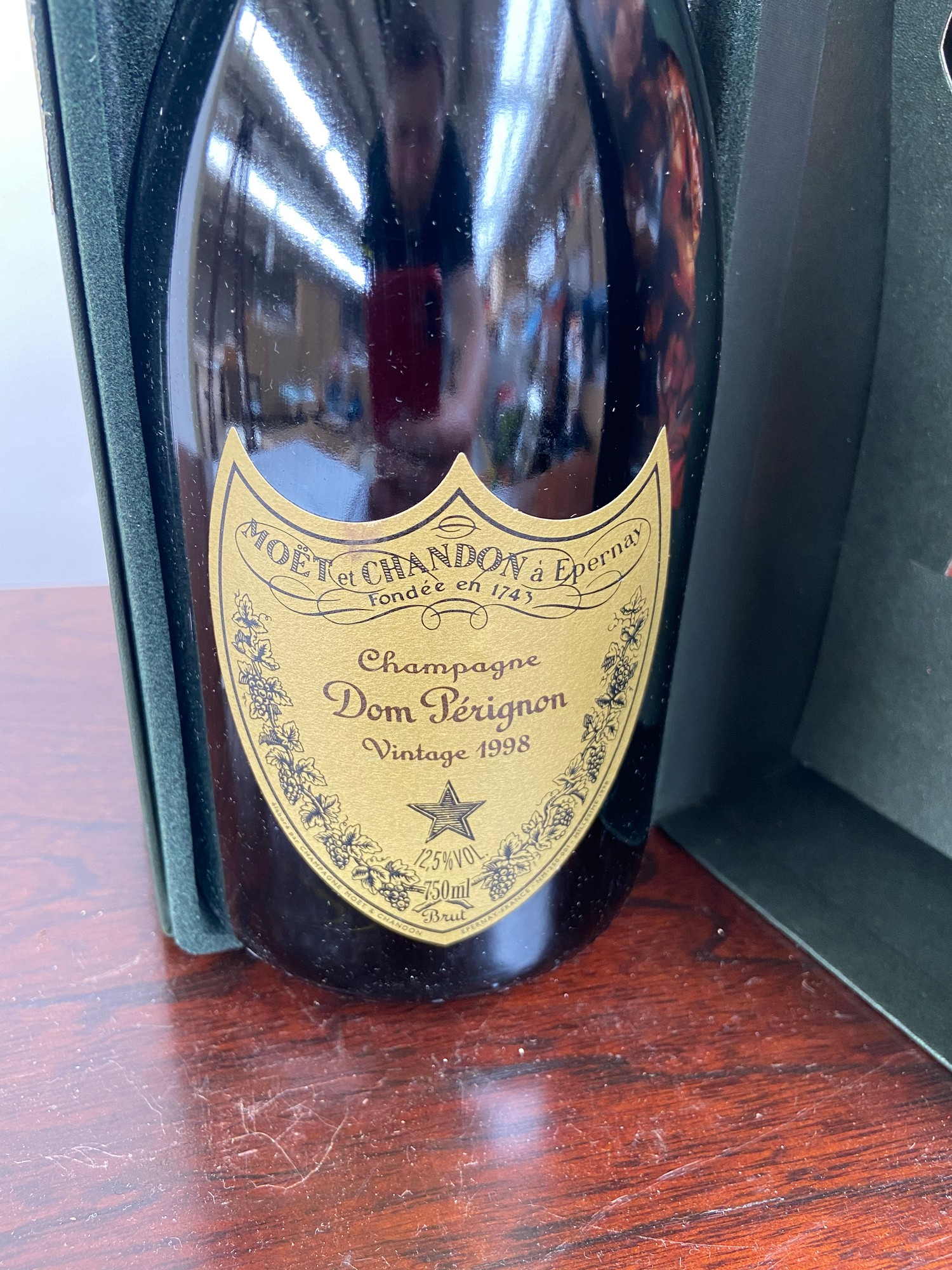 A Bottling of Champagne Dom Perignon Vintage 1998. Boxed. - Image 2 of 4