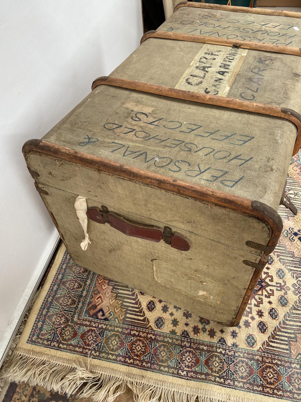 A vintage wooden bound steamer trunk [50x90x54cm] - Image 3 of 4