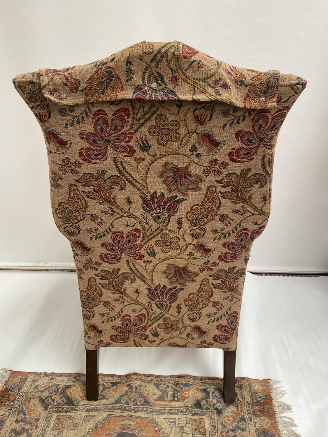 Antique gull wing arm chair. [back 114cm] [seat area 50cm] - Image 5 of 5