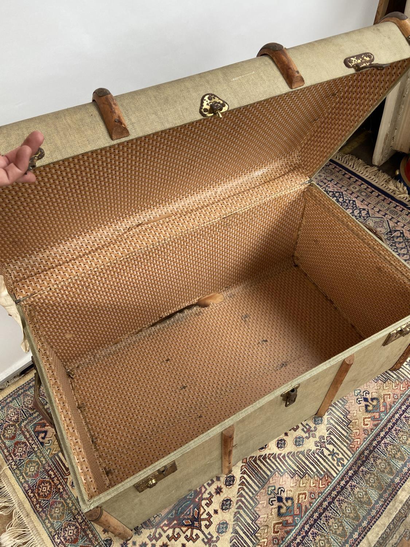 A vintage wooden bound steamer trunk [50x90x54cm] - Image 4 of 4