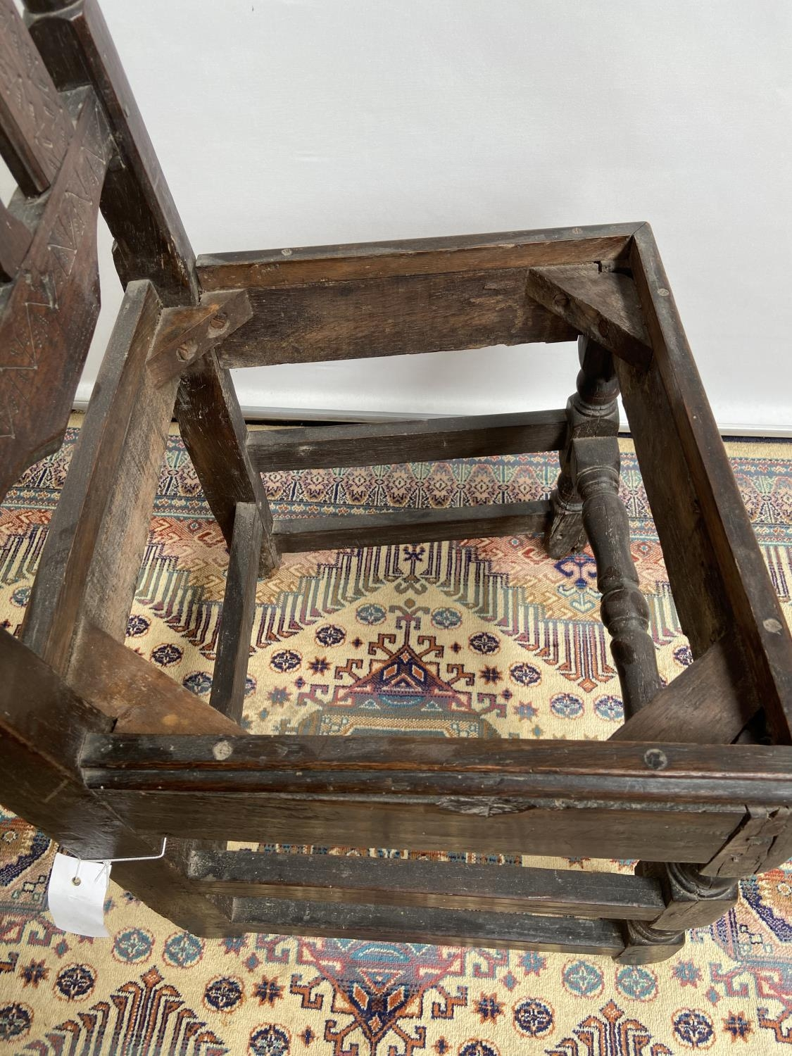 French carved walnut side chair [early 18th century] with a scroll-carved top rail above carved wavy - Image 6 of 6