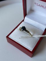 An 18ct gold sapphire and 6 diamond stone ring [size S] [2.59g]