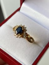 An 18ct gold ladies sapphire & diamond cluster set ring [size L] [3.70g]