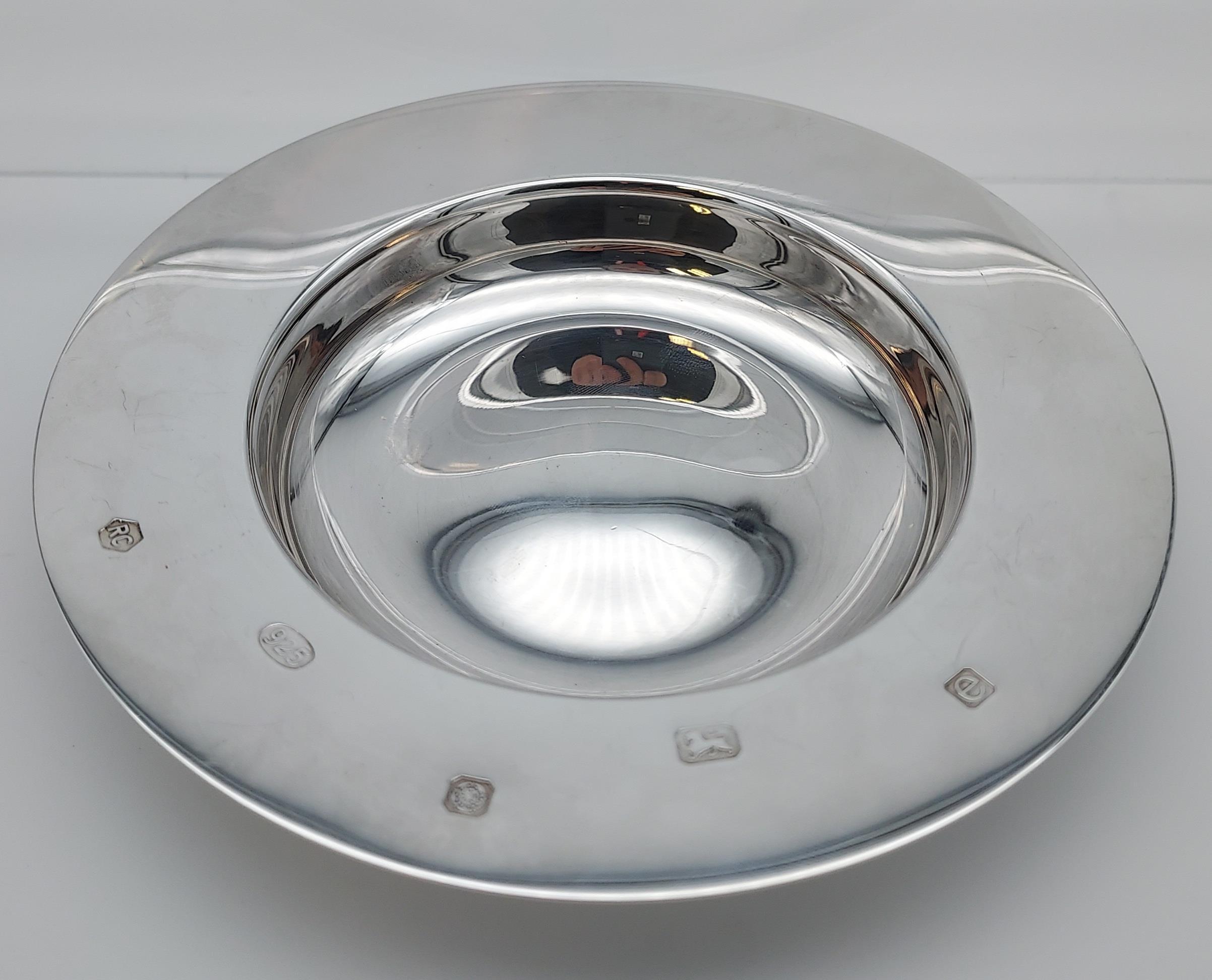 A Sheffield silver dish. [13cm in diameter] [[107.31grams]