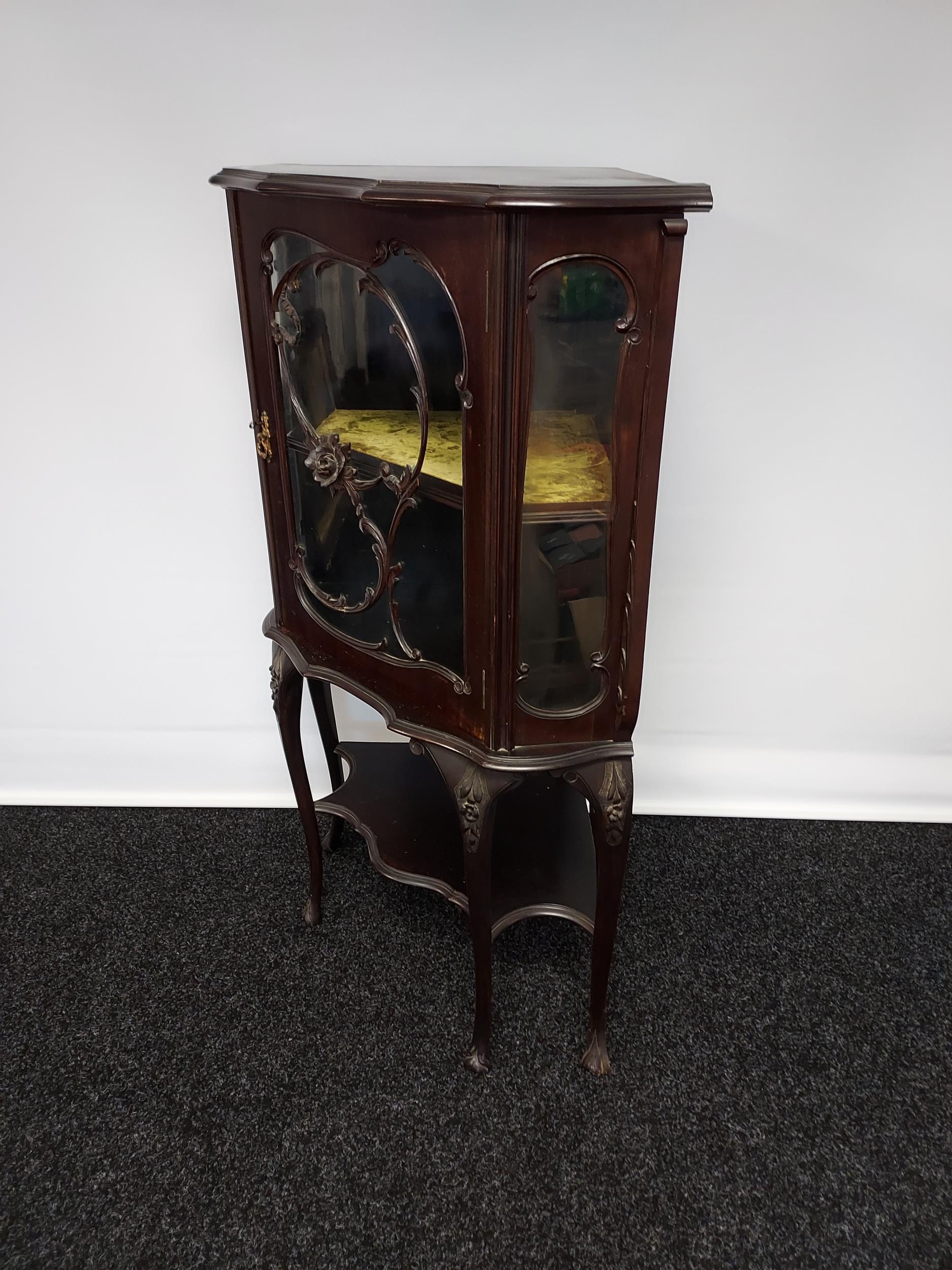An antique Chippendale style ornate corner display cabinet. Comes with a key. [119x50x50cm] - Image 3 of 5