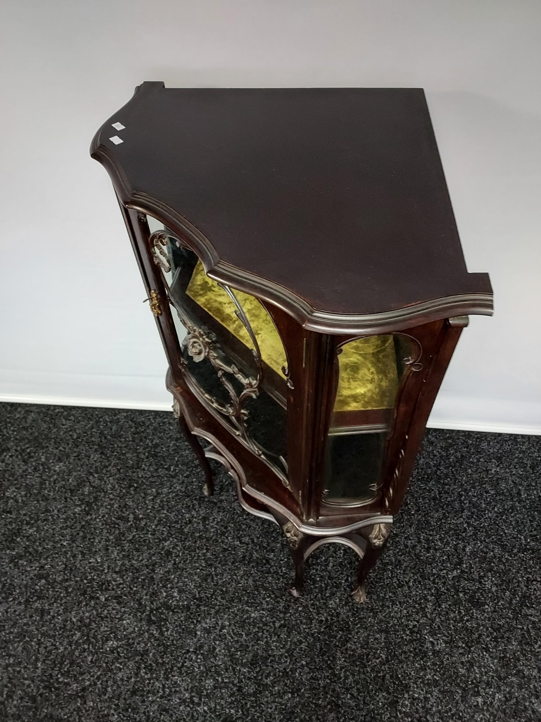An antique Chippendale style ornate corner display cabinet. Comes with a key. [119x50x50cm] - Image 4 of 5
