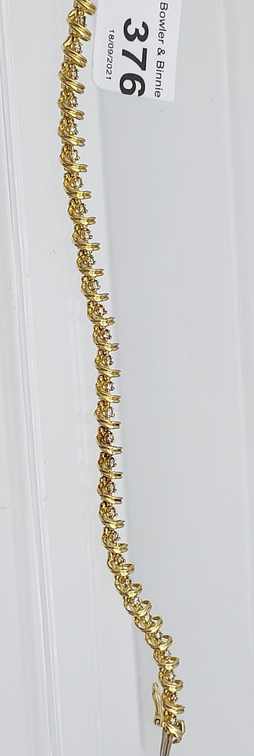 A 14ct yellow gold bracelet made up of 32 diamond panels [1ct approx] [9.58g] - Image 2 of 6