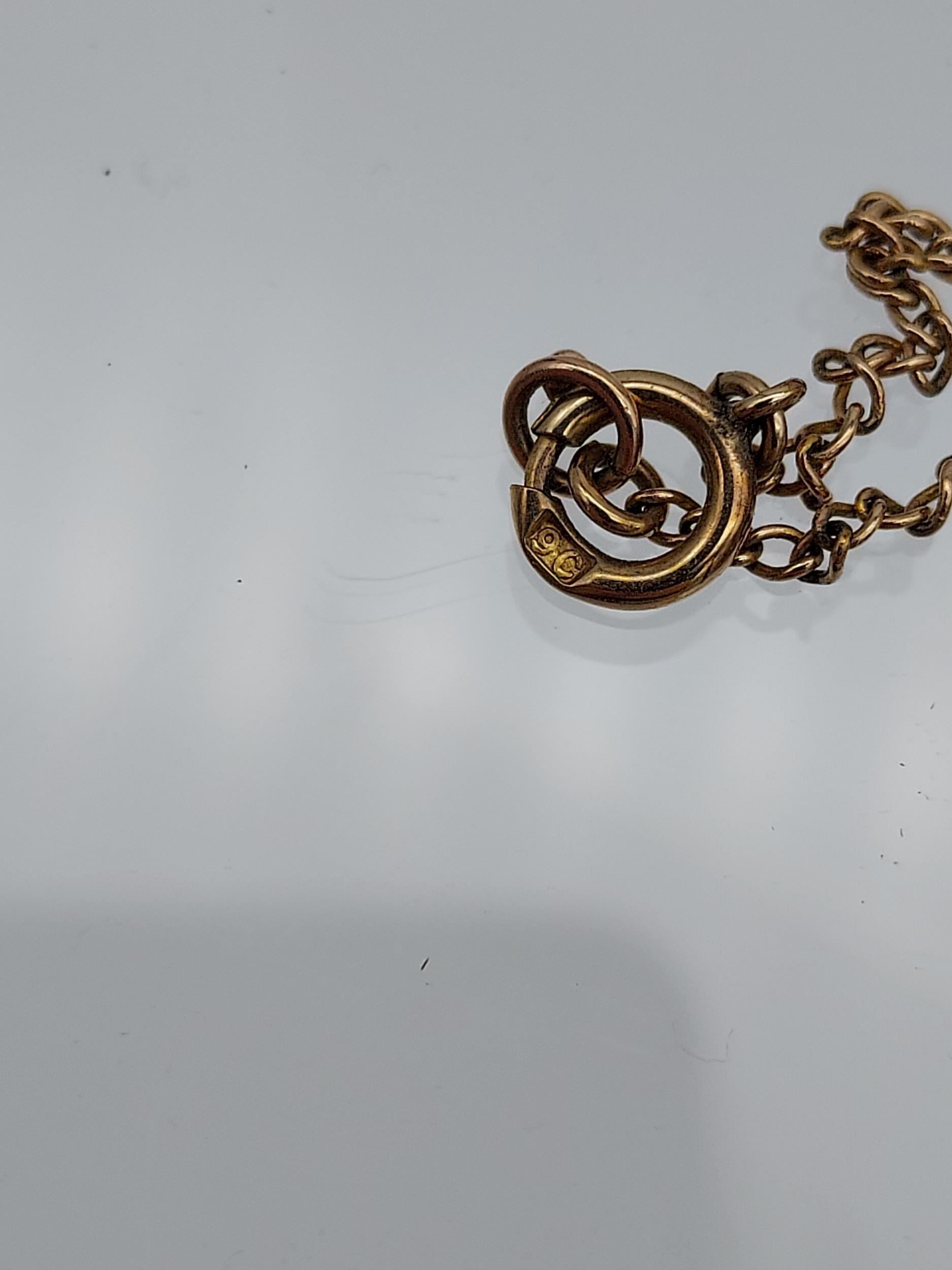 An early 1900's 9ct gold necklace with 9ct gold green cameo and seed pearl pendant. - Image 4 of 6
