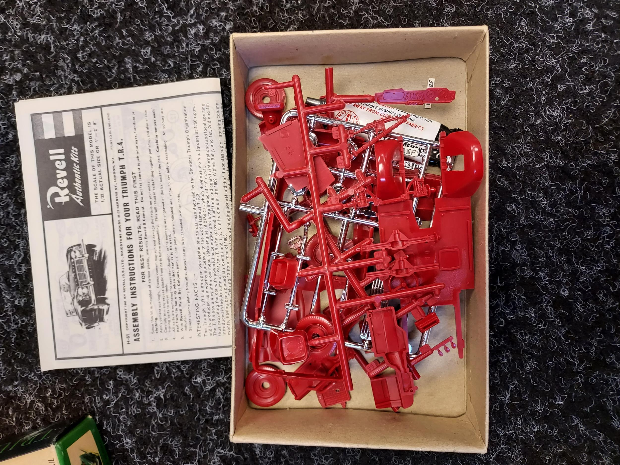 A Box containing a selection of various Meccano parts, magazines and instructions. - Image 3 of 3