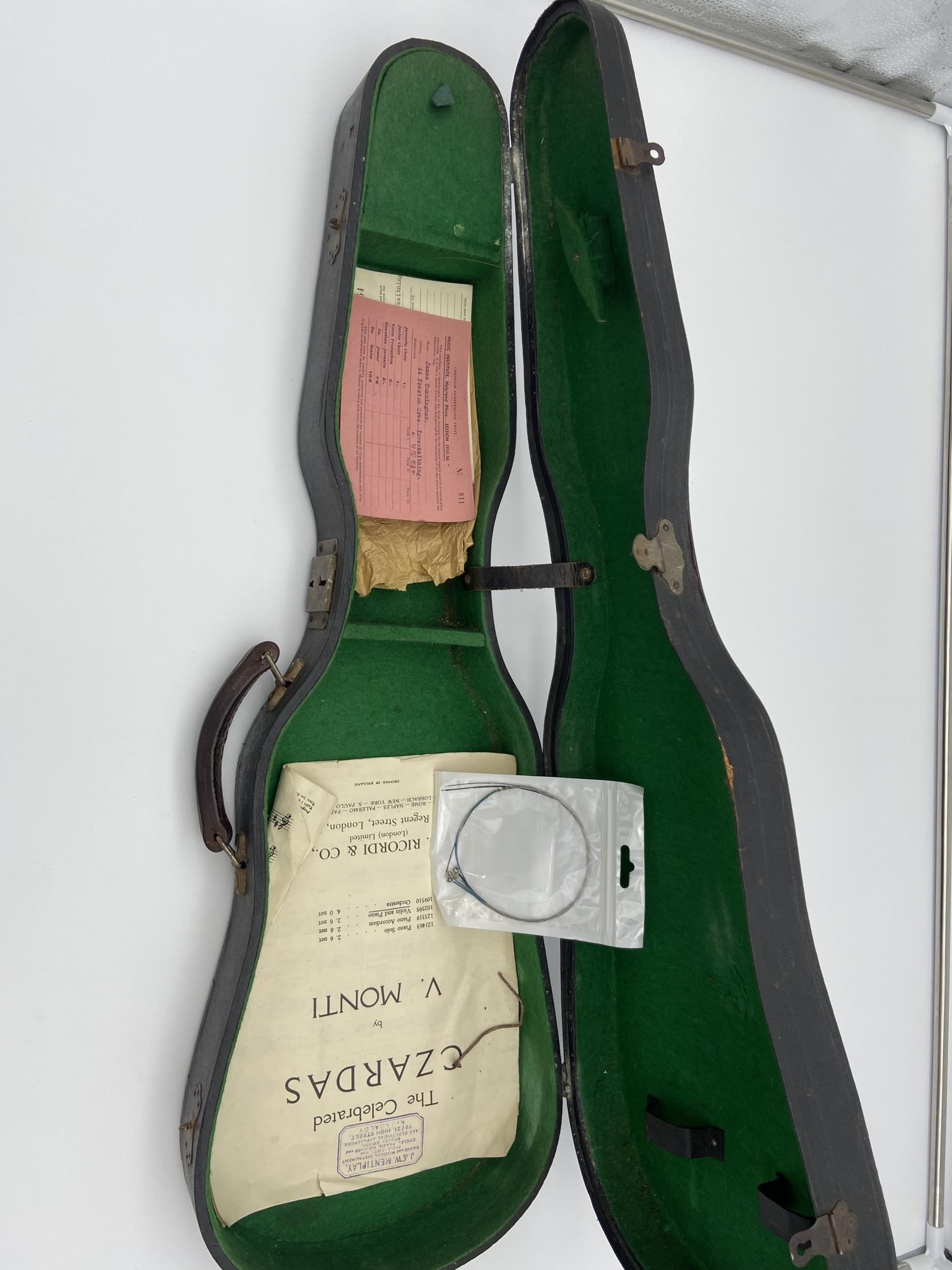 Antique Le Marquis Delair D'Oiseaux Anno Paris Violin with case and two bows. One bow is impressed - Image 9 of 10