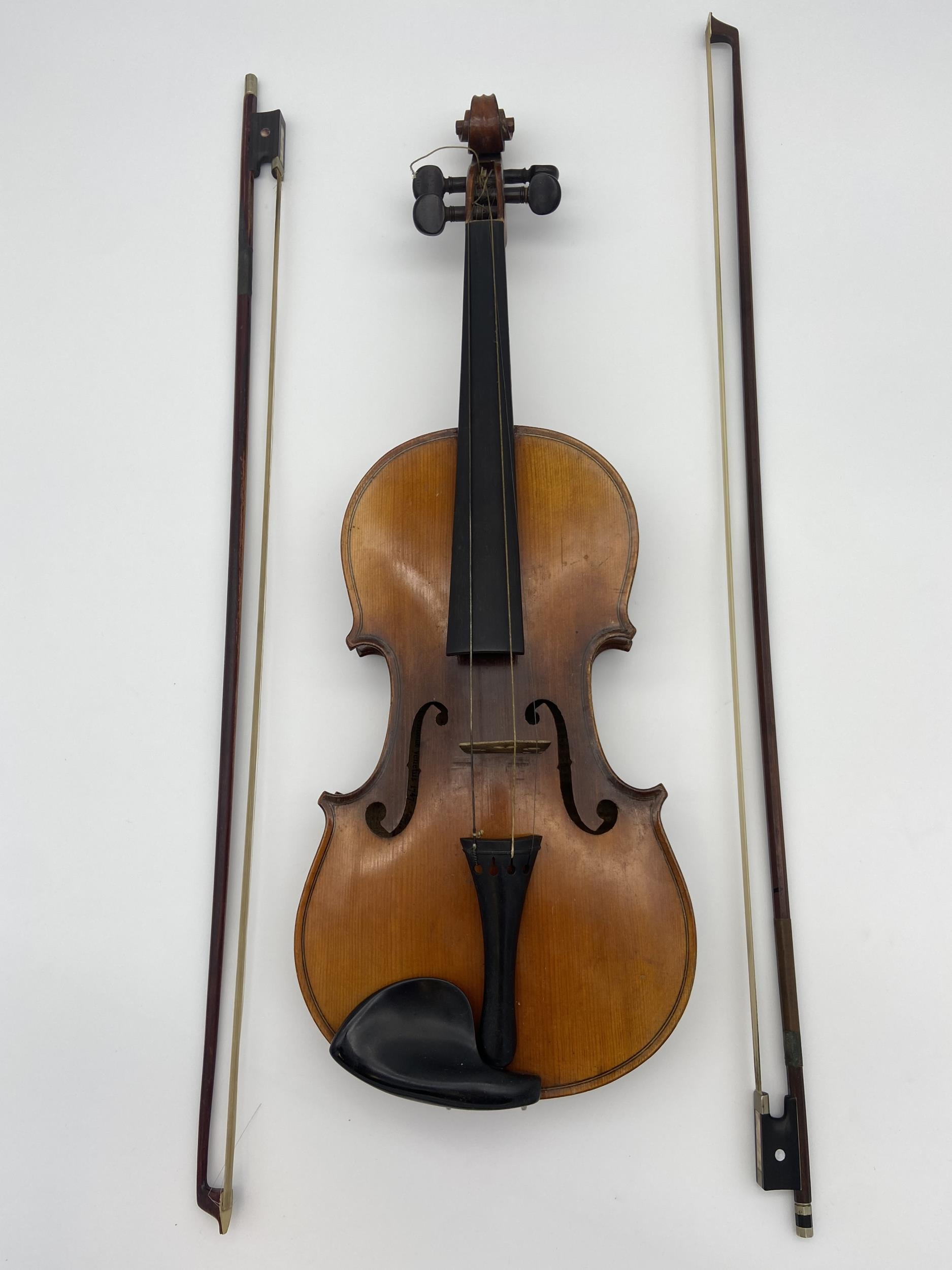 Antique Le Marquis Delair D'Oiseaux Anno Paris Violin with case and two bows. One bow is impressed