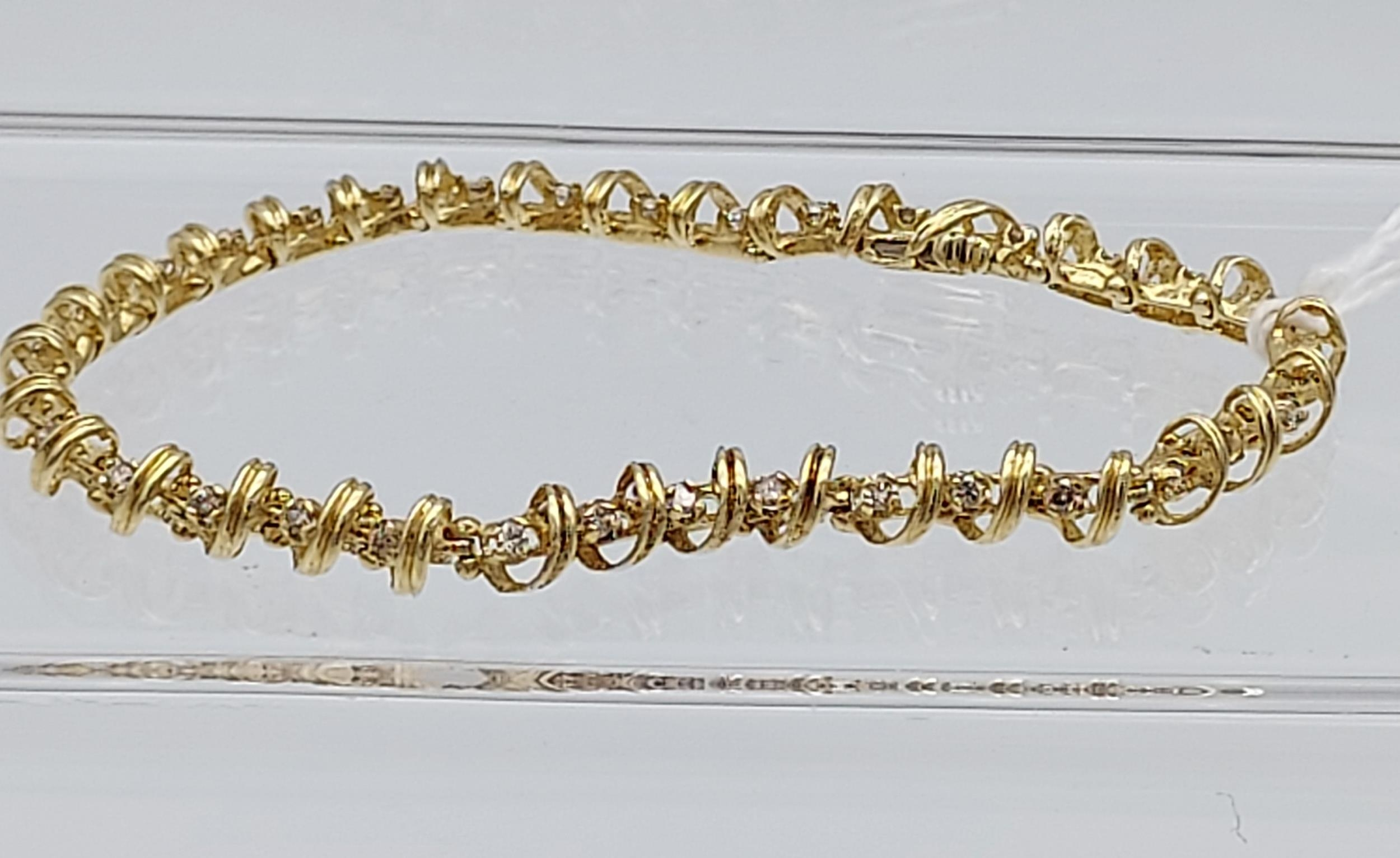 A 14ct yellow gold bracelet made up of 32 diamond panels [1ct approx] [9.58g] - Image 6 of 6