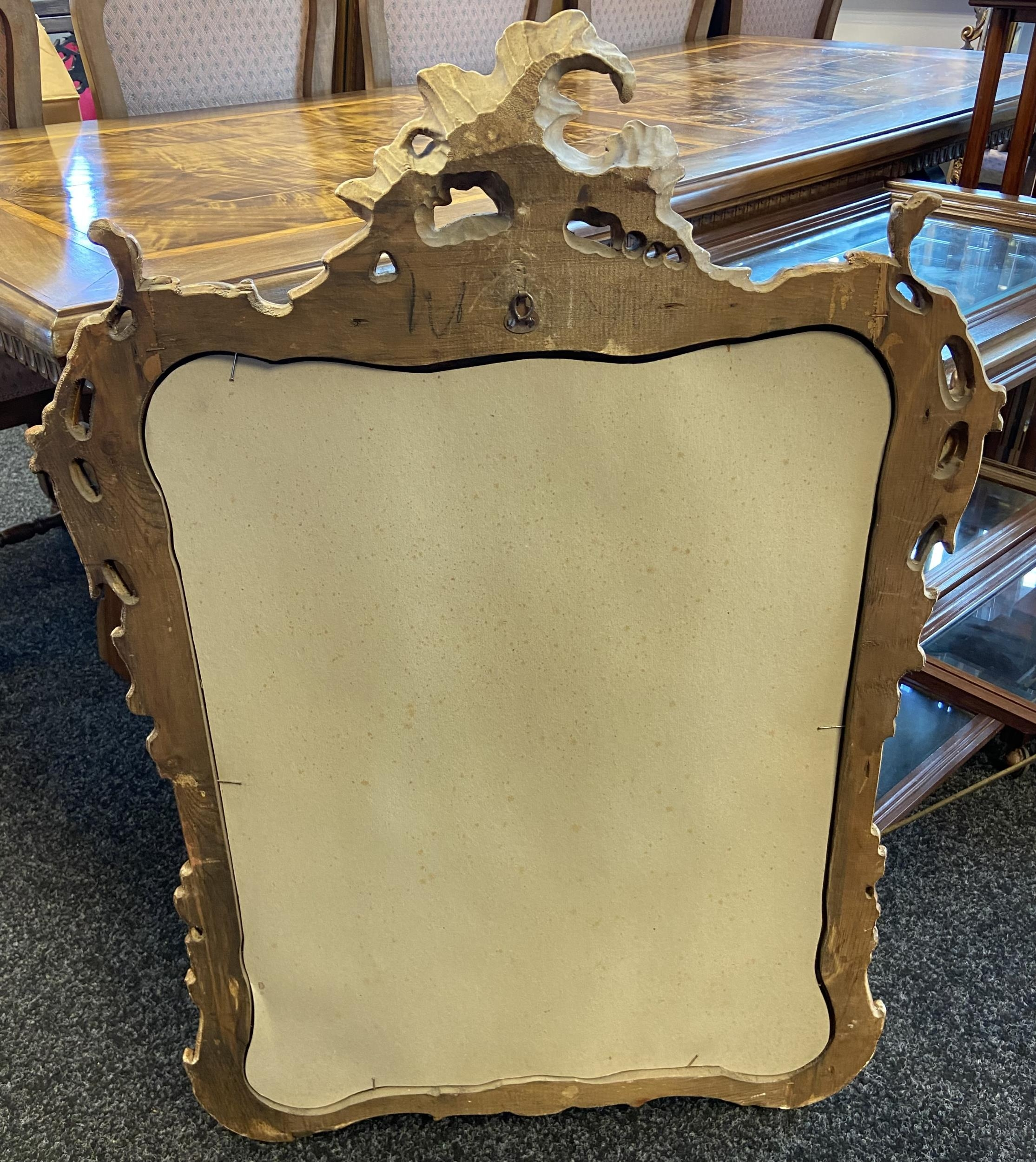 A Large antique style gilt frame mirror. [97x70cm] - Image 3 of 3