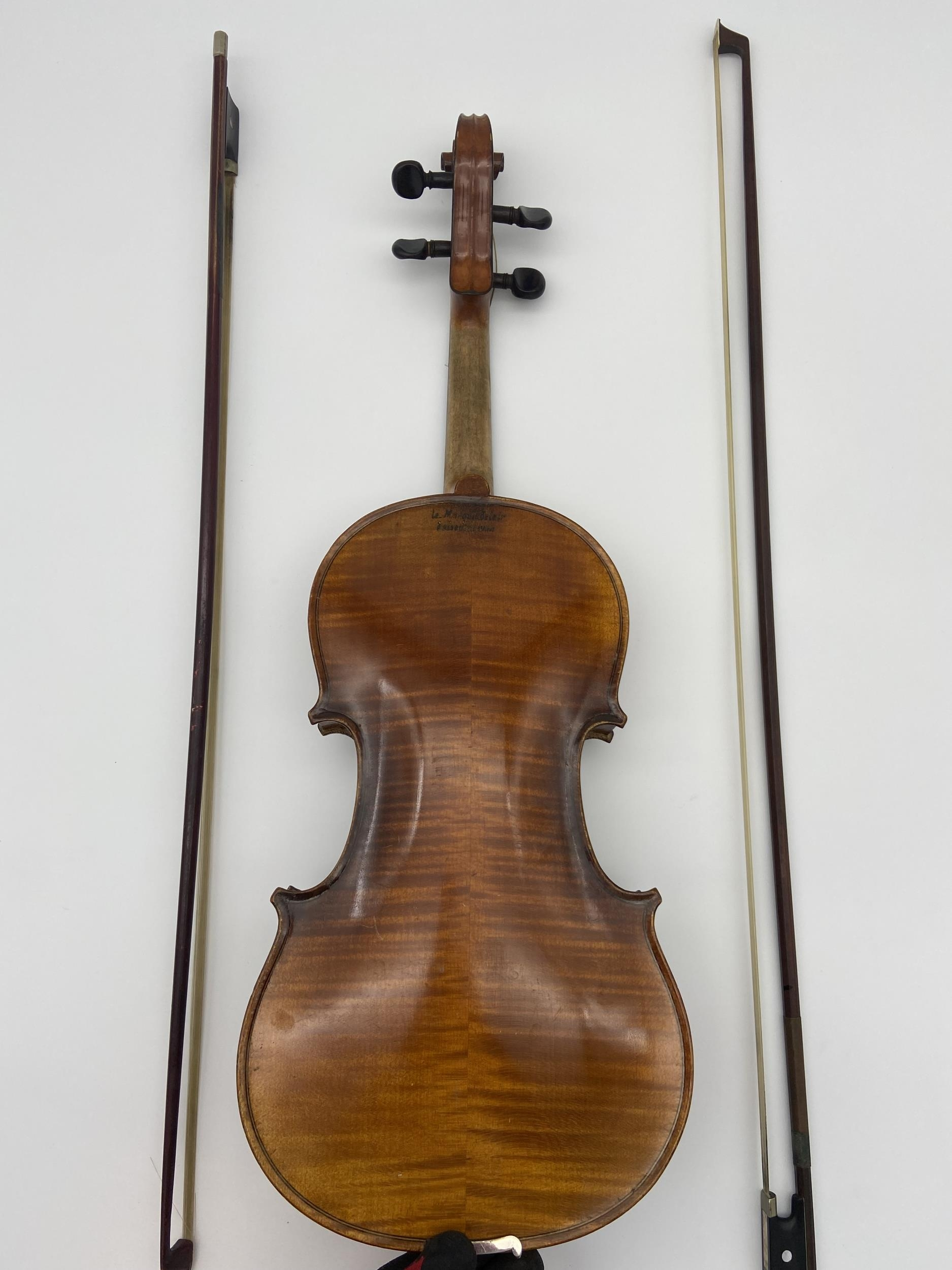 Antique Le Marquis Delair D'Oiseaux Anno Paris Violin with case and two bows. One bow is impressed - Image 5 of 10