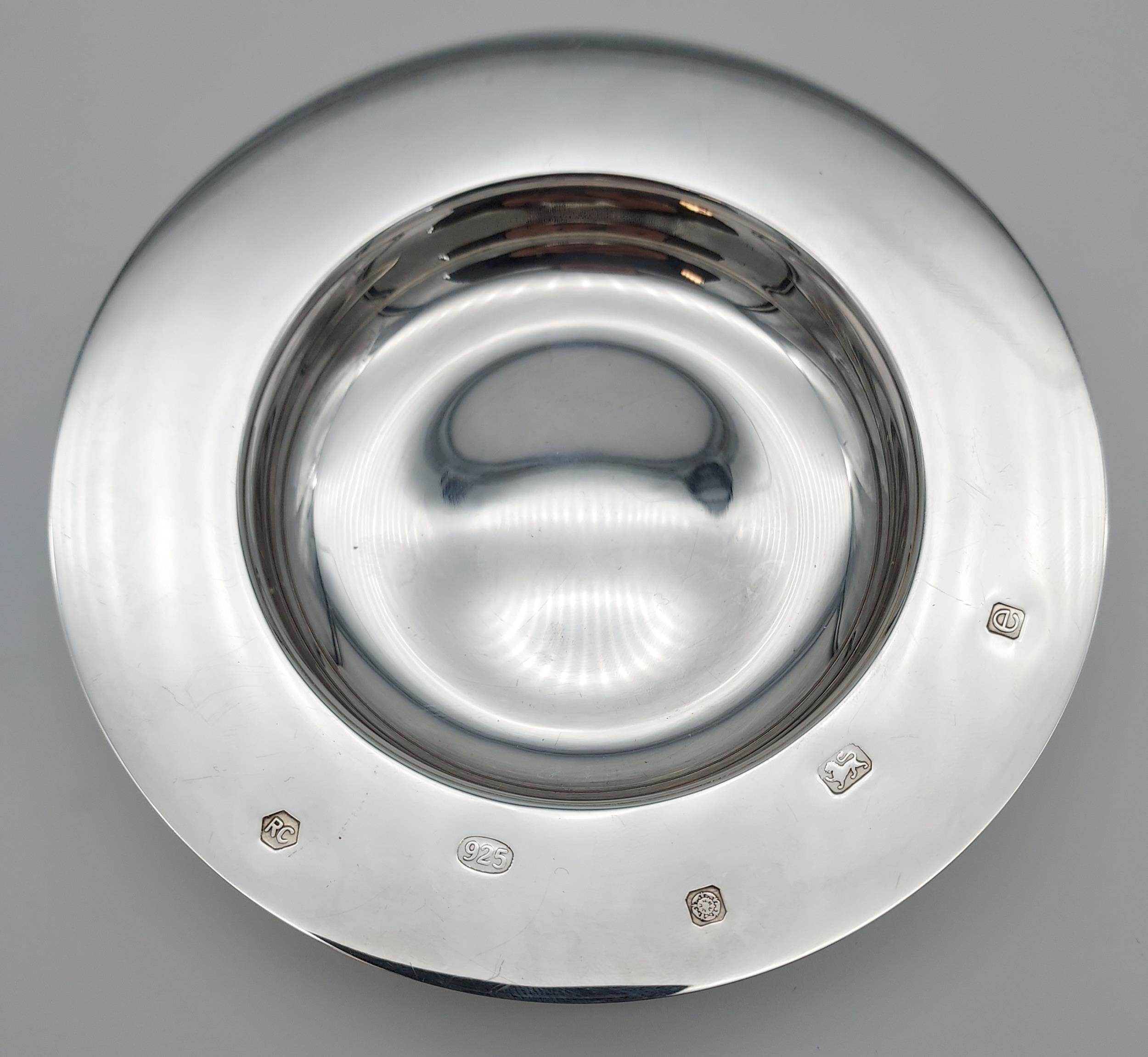 A Sheffield silver dish. [13cm in diameter] [[107.31grams] - Image 6 of 7