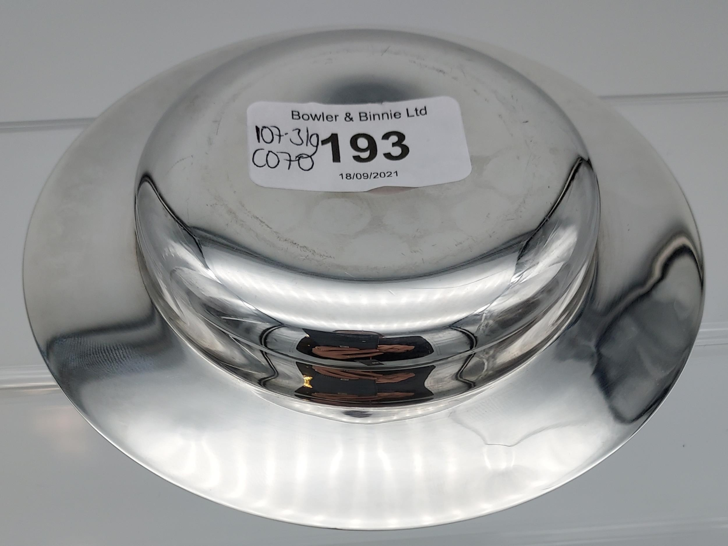 A Sheffield silver dish. [13cm in diameter] [[107.31grams] - Image 5 of 7