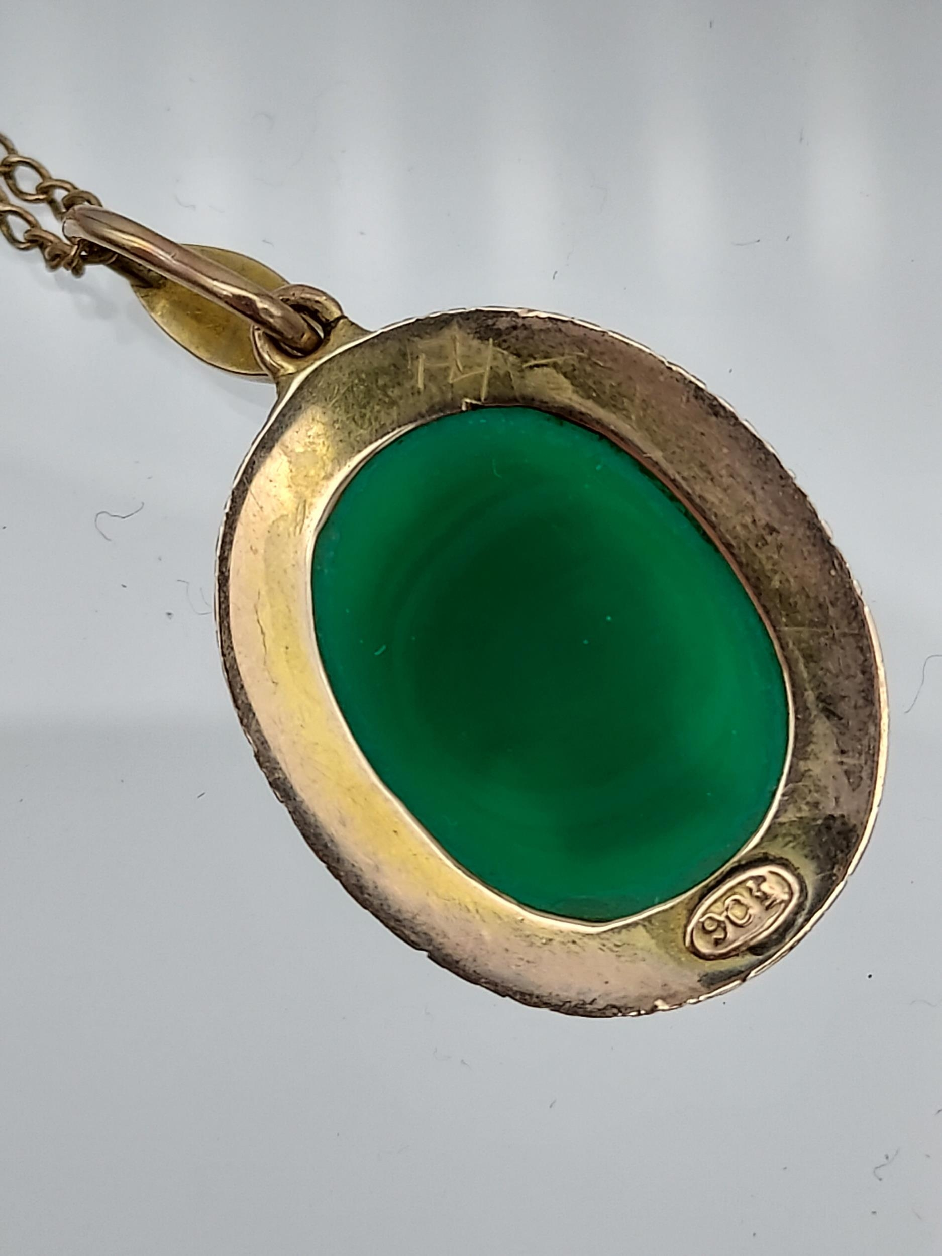 An early 1900's 9ct gold necklace with 9ct gold green cameo and seed pearl pendant. - Image 5 of 6
