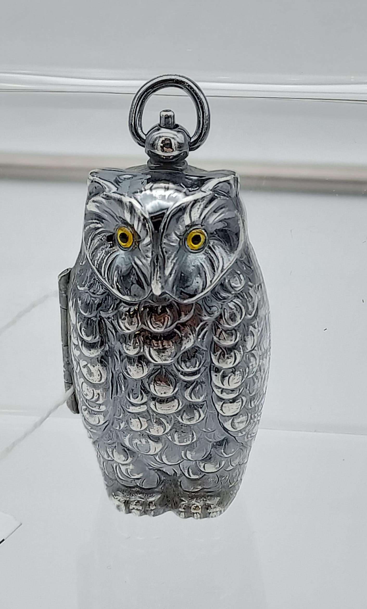 A silver plated owl shaped sovereign case [40.38g] - Image 2 of 3