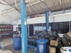 Hofmann 3000kg 2 Post Vehicle Lift