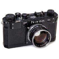 Nikon S schwarz mit Nikkor-S 1,4/5 cm, um 1952Nippon Kogaku, Japan. Nr. 6110028, Feet-Skala, mit