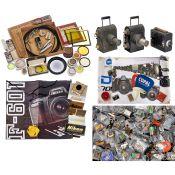Werbeartikel, Kamerazubehör-Sammlung und Projektoren1) Werbeartikel mit über 80 Pins verschiedener