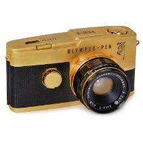 Olympus-Pen F vergoldet, um 1970Olympus, Japan. Nr. 280580, SLR für 18 x 24 mm, mit F-Zuiko 1,8/38