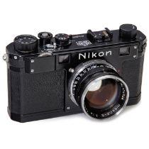 Nikon S schwarz mit Nikkor-S 1,4/5 cm, um 1952 Nippon Kogaku, Japan. Nr. 6110028, Feet-Skala, mit
