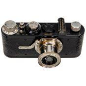 """Leica I (Modell A), um 1930 Leitz, Wetzlar. Nr. 33454, mit Händlergravur auf Sucher """"Lutz,"""