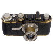 Leica I (Modell A), um 1928 Leitz, Wetzlar. Nr. 9943, mit Elmar 3,5/50 mm. Pilzförmiger Auslöser mit