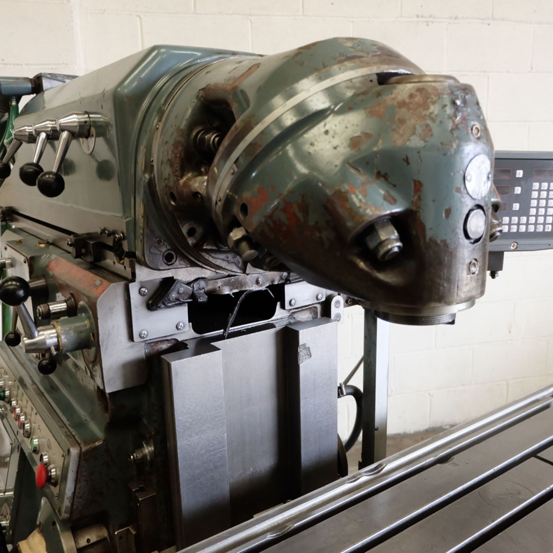 Huron NU4 Toolroom Universal Milling Machine. Table Size: 1435mm x 460mm. Taper: 50 ISO. 2 Axis DRO. - Image 5 of 6