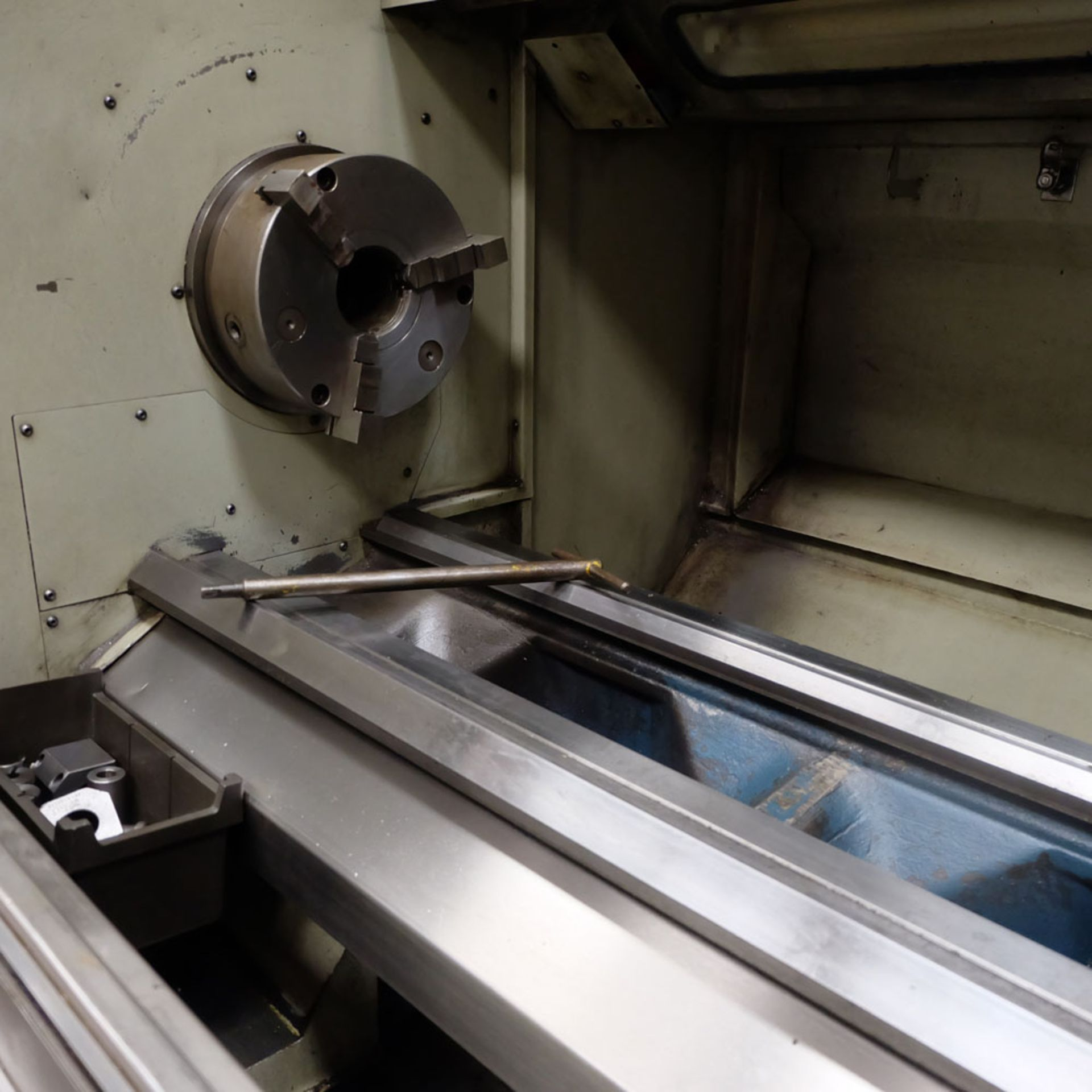 "Bridgeport Romi EZ Path IIS V3 CNC Centre Lathe. DX32R 2 Axis Control. Swing Over Bed: 20"". - Image 3 of 9"