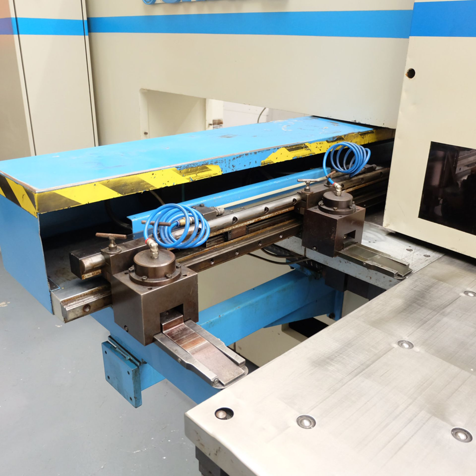LVD SHAPE Model Delta 1000 Thick CNC Punching Machine.With Fanuc MNC 4000 Control.Capacity: 20 Tons. - Image 7 of 19