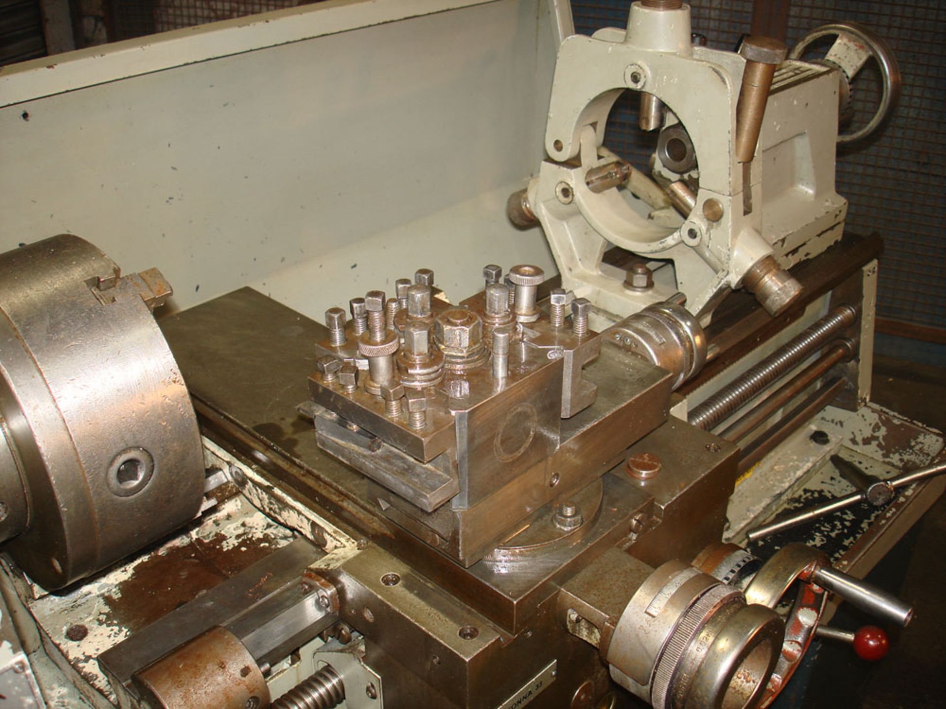 Colchester Master 2500 Gap Bed Centre Lathe. Swing 335mm x 635mm. With Chuck & Steady. - Image 4 of 5