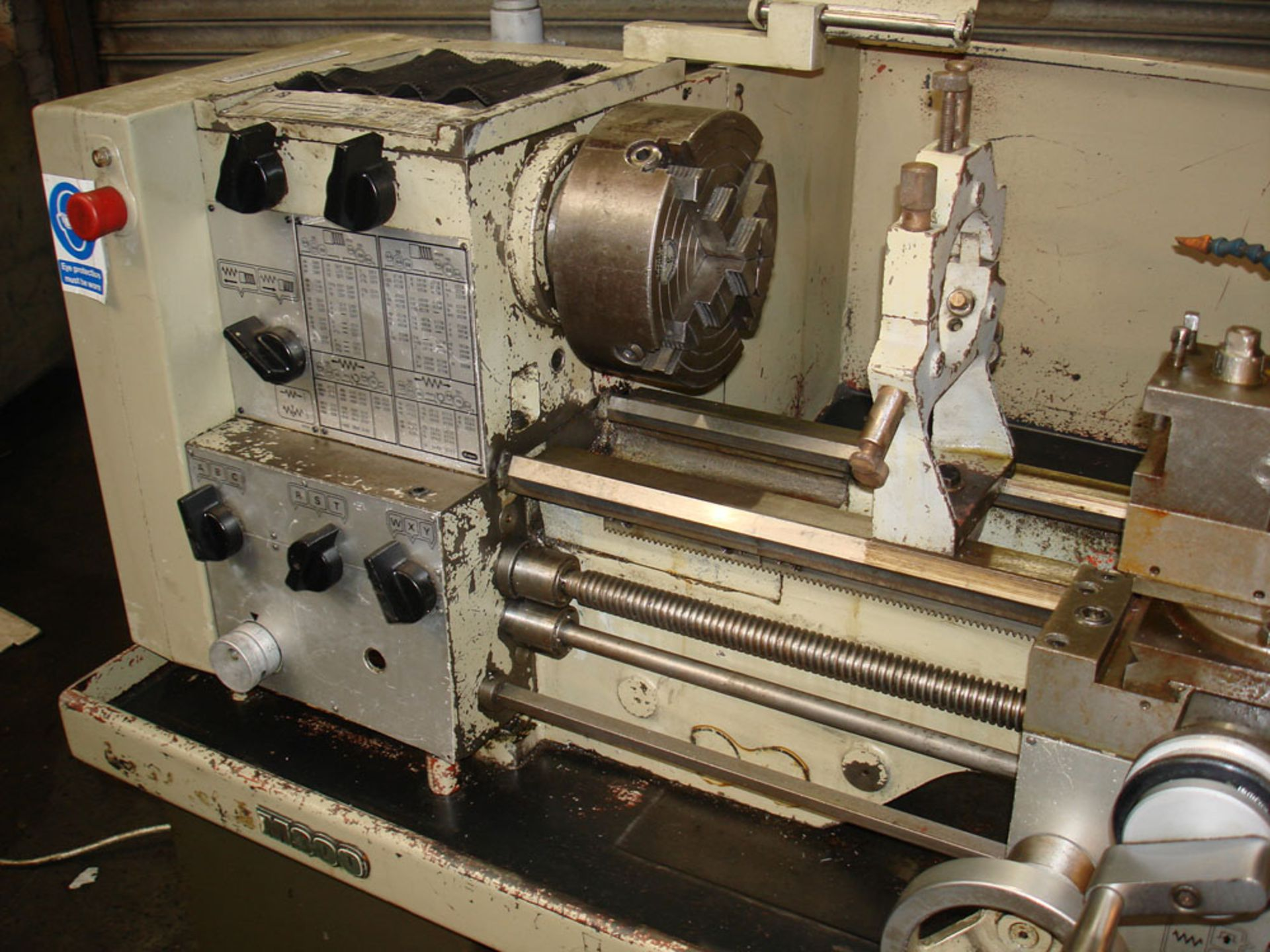 Harrison M300 Gap Bed Centre Lathe. Swing Over Bed 330 mm. Distance Between Centres 635mm. - Image 2 of 6