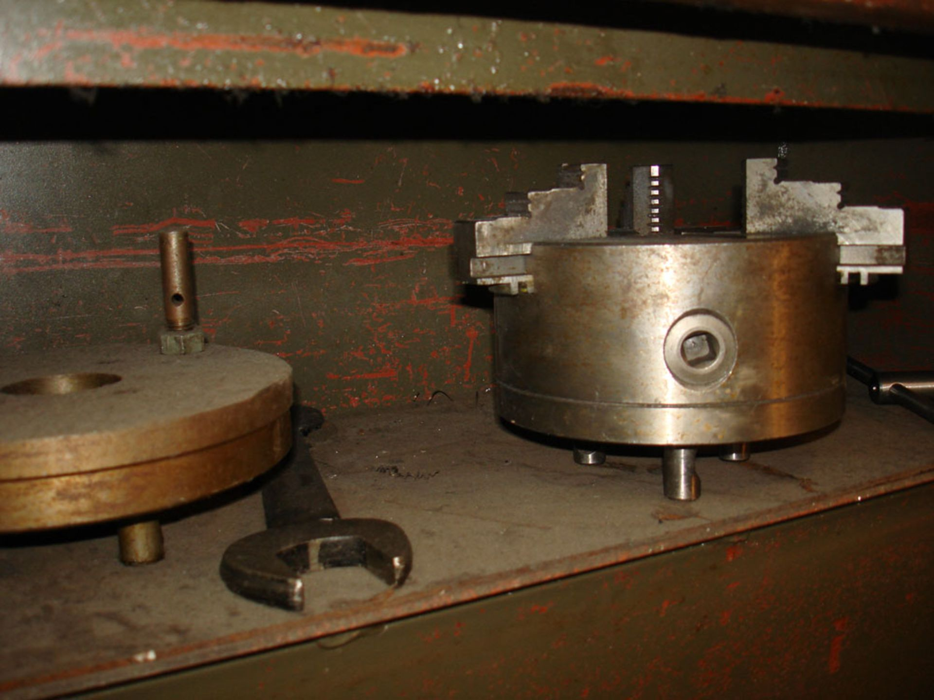 Harrison M300 Gap Bed Centre Lathe. Swing Over Bed 330 mm. Distance Between Centres 635mm. - Image 4 of 6