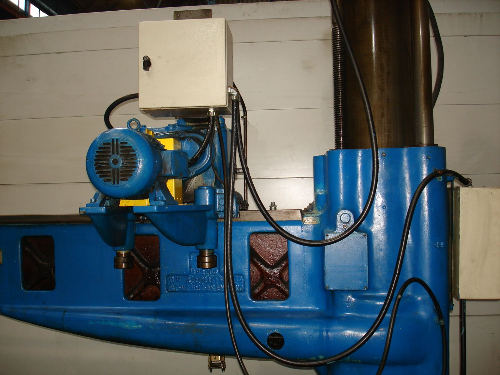 Asquith OD1 6ft Radial Arm Drill. Arm lenght 6ft. Spindle 5 Morse Taper. Speeds 8-800rpm. Box Table. - Image 6 of 7