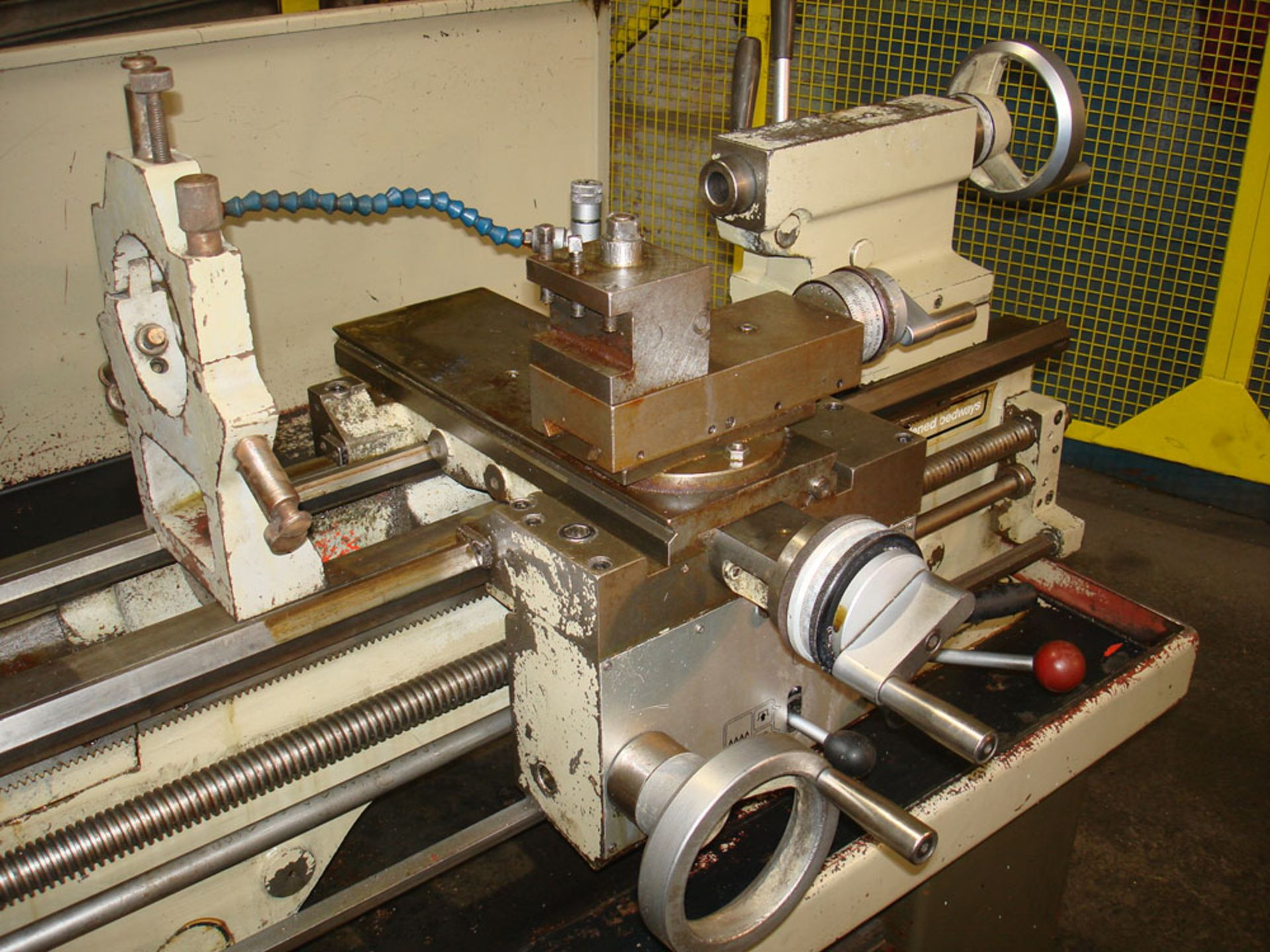 Harrison M300 Gap Bed Centre Lathe. Swing Over Bed 330 mm. Distance Between Centres 635mm. - Image 3 of 6