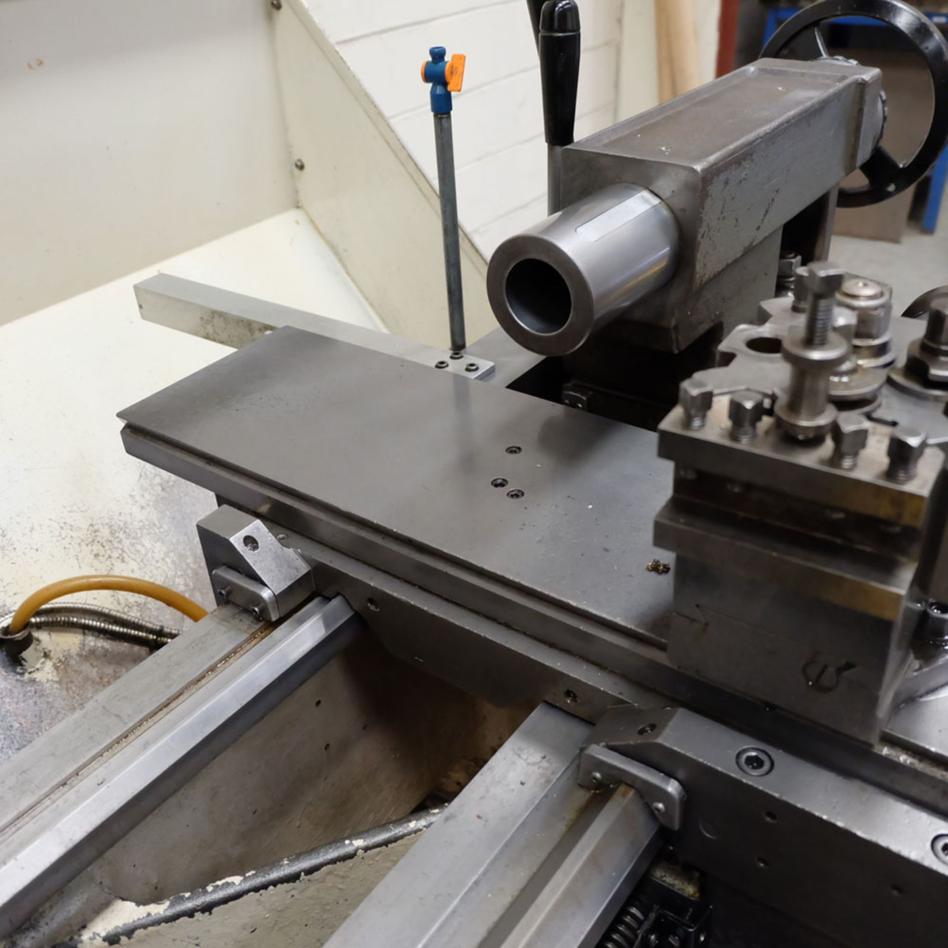Colchester Triumph V5 2500 Variable Speed Centre Lathe. Swing Over Bed: 400mm. - Image 7 of 12