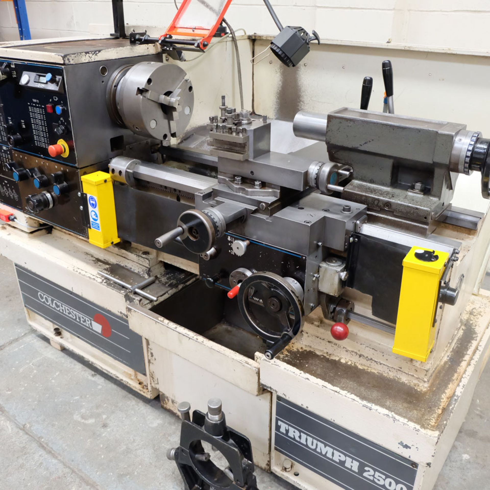 Colchester Triumph V5 2500 Variable Speed Centre Lathe. Swing Over Bed: 400mm. - Image 2 of 12