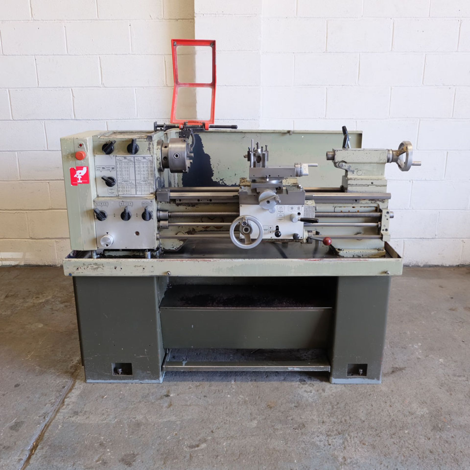 Harrison M300 Centre Lathe. Swing Over Bed: 330mm. Distance Between Centres: 635mm.